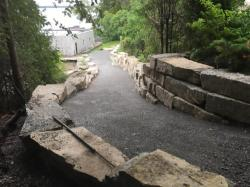 Retaining Walls with Natural Stone